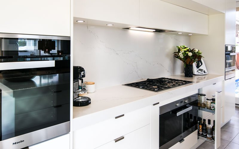 white marble splash back