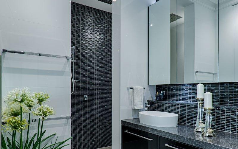 bathroom with tiny tiles