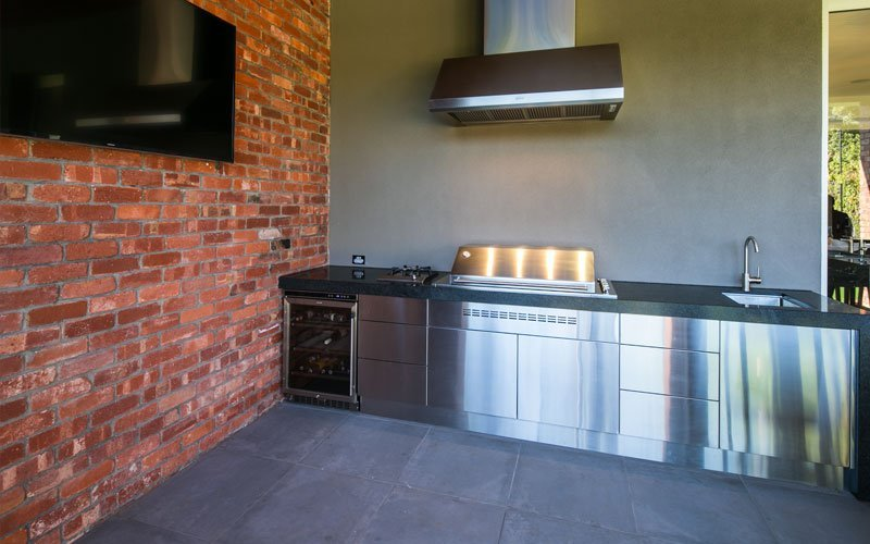 outdoor kitchen with rangehood
