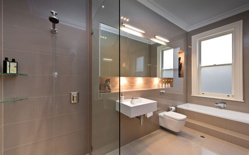 bathroom with mirror over toilet